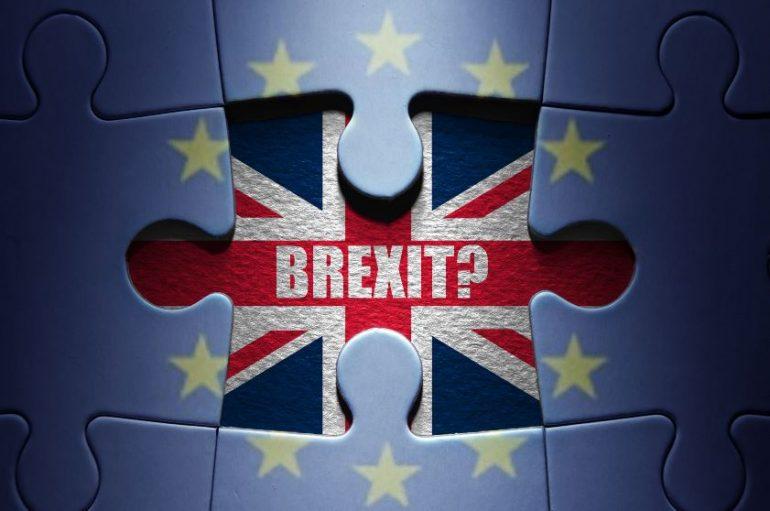 Brexit: May mantiene la fiducia, al via negoziati con i laburisti