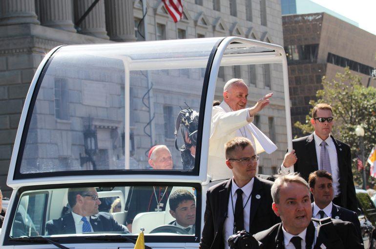 "Papa Francesco: ""I leaders europei dimostrino solidarietà concreta verso i migranti"""
