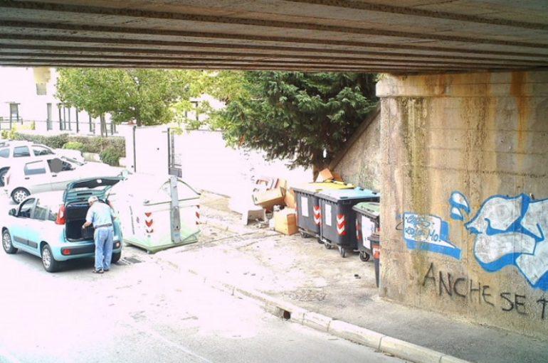 Montesilvano: 6 persone multate colte in flagrante ad abbandonare rifiuti